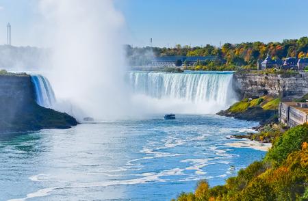 秋のナイアガラの滝のカナダ側 写真素材