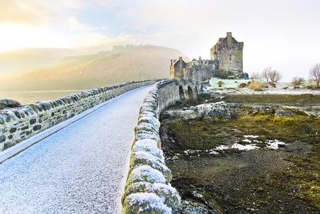 Eilean Donan Castle en hiver. Banque d'images - 40851727