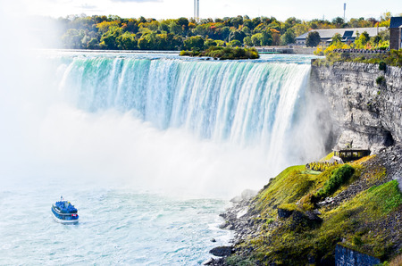 the fall: Horseshoe Fall Niagara Falls in Ontario, Canada
