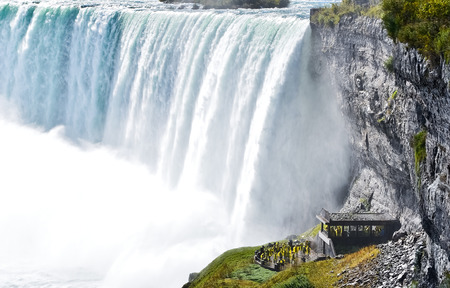 the edge of horseshoe falls: Horseshoe Fall, Niagara Falls, Ontario, Canada