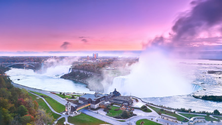 the edge of horseshoe falls: View of Niagara Falls at dawn Stock Photo