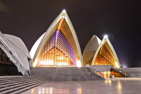 夜のシドニー オペラ ハウス