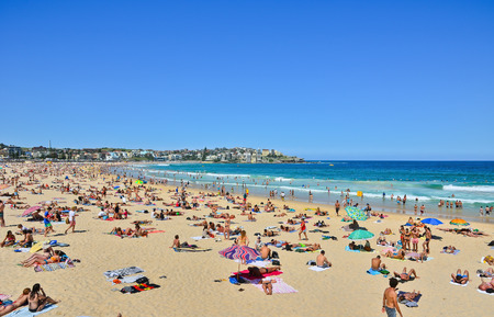 Swimmers relaxing on the beach in summer at Bondi Beach 免版税图像 - 46625479
