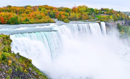 秋のナイアガラの滝のパノラマ 写真素材