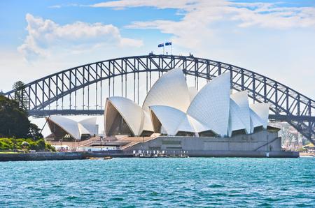Sydney Harbor Bridge and Opera House in a sunny day Editoriali