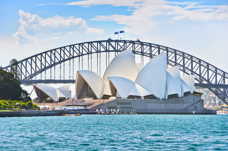 Sydney Harbor Bridge and Opera House in a sunny day Stok Fotoğraf - 55768608