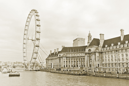 river thames: View of the London Eye and the buildings next to River Thames in London