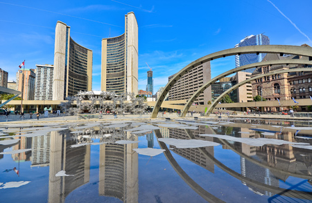 toronto: Nathan Phillips Square and City Hall in Toronto