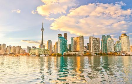 온타리오, 캐나다에서 황혼에서 토론토 스카이 라인. 스톡 콘텐츠