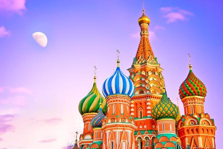 황혼 모스크바 붉은 광장 세인트 바실 성당.