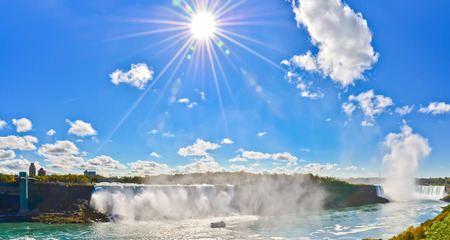 the edge of horseshoe falls: View of Niagara Falls in a sunny day