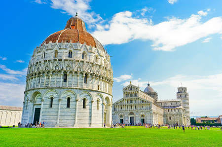 View of the Pisa Cathedral and the Leaning Tower in a sunny day in Pisa, Italy. Imagens