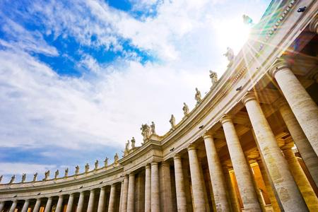 바티칸에서 화창한 날에 성 베드로 대성당의 전망