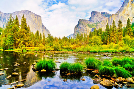 Valley View in Yosemite National Park in autumn.