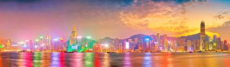 Victoria Harbor and Hong Kong skyline at sunset. 스톡 콘텐츠