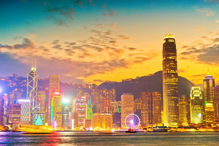 Victoria Harbor and Hong Kong skyline at sunset. Banque d'images