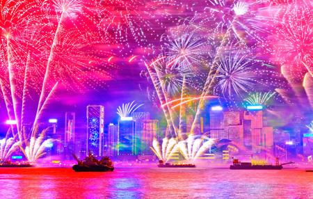 香港のビクトリアハーバーで大晦日の花火大会。