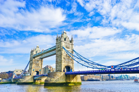 View of Tower Bridge in London on a sunny day 스톡 콘텐츠