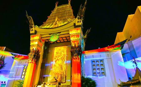 Los Angeles, USA - 6. Oktober 2017: Ansicht chinesischen Theaters TCL auf dem Hollywood Boulevard in Los Angeles nachts am 6. Oktober 2017.