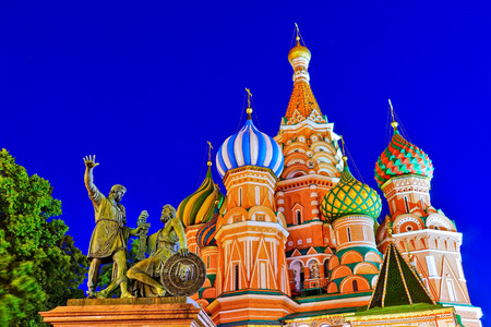 View of St. Basil's Cathedral on the Red Square at night in Moscow, Russia. Banco de Imagens