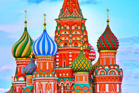 View of St. Basil's Cathedral on the Red Square at dusk in Moscow, Russia. Standard-Bild - 113032242