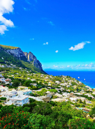 Overlooking the beautiful coastline of the island from city center of Capri in Italy in summer. 版權商用圖片