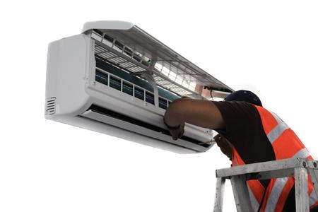 若い修理 minisplit ダクトレス空調システムを修正します。実際の状況