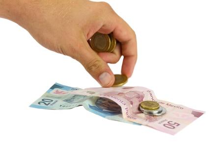 contando dinero: Mano billetes y monedas Dinero CUENTA