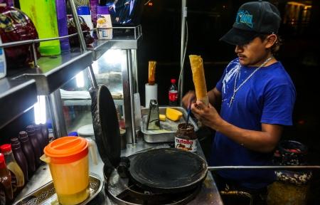 メリダ、ユカタン、メキシコ - 不明の人が 11 月 14 日はメキシコで最も安全な状態は、ユカタン ユカタン通りにスナックを売って、メリダは、2011 年