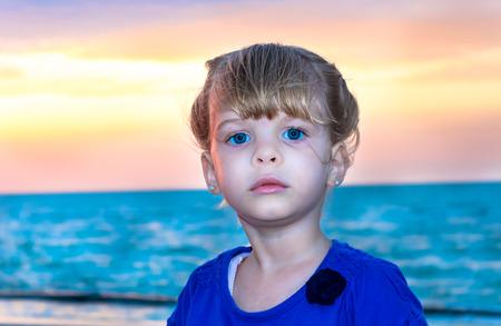 ユカタン半島ビーチで若い女の子の肖像画