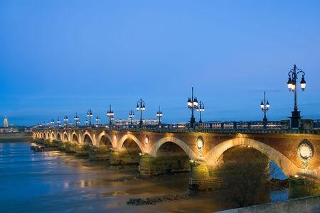 Crépuscule à le Pont de Pierre Banque d'images