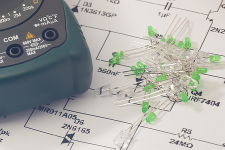leds: LEDs verdes y esquema electr�nico