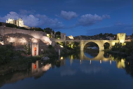 mancha: St Martin bridge, Toledo, Castilla la Mancha, Spain Editorial