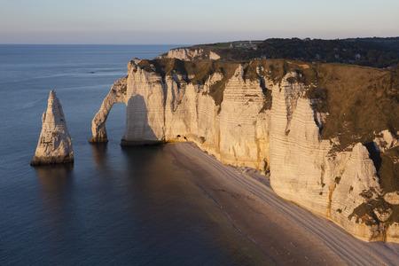 pays: Aval cliff, Etretat, Cote dAlbatre, Pays de Caux, Seine-Maritime department, Upper Normandy region, France Stock Photo