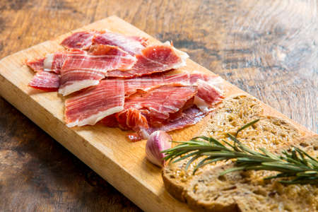 aperitive: Spanish ham with toasts,rosemay,garlic and olive oil