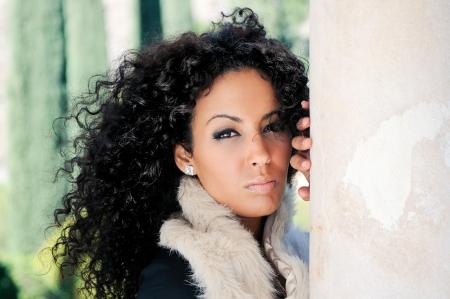 mannequin africain: Portrait d'une jeune femme noire, mod�le de mode