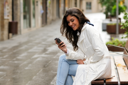 Portrait of beautiful young woman in urban background talking on phone Stock fotó