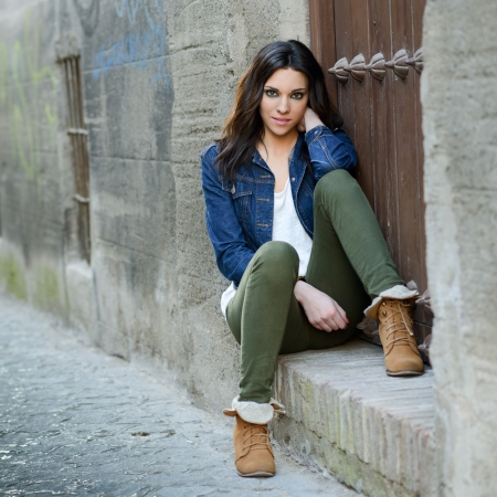 jeans model: Portrait of a young beautiful woman in a urban background