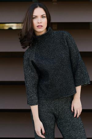 urban fashion: Beautiful young woman, model of fashion, in urban background Stock Photo