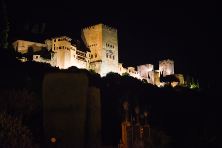 Night view of the famous Alhambra palace in Granada from Albaicin quarter, Spain Imagens