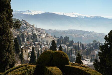 Vista de la ciudad de Granada y Sierra Nevada
