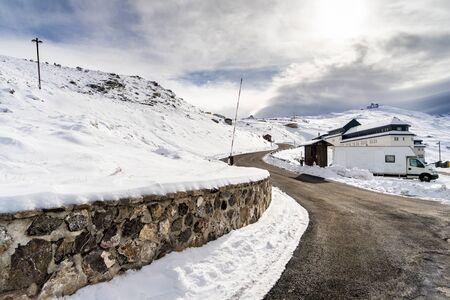 Road in ski resort of Sierra Nevada in winter, full of snow. 版權商用圖片