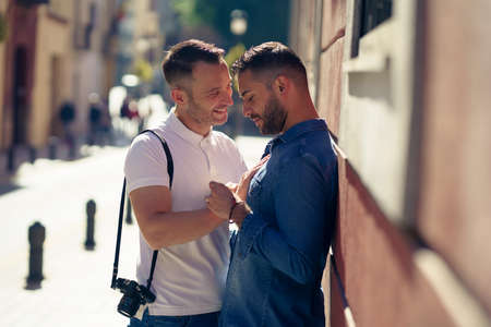 Gay couple in a romantic moment outdoors Imagens