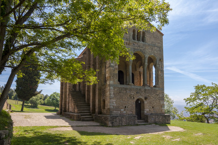산타 마리아 델 Naranco pre-romanesque 교회 세기 IX 스톡 콘텐츠