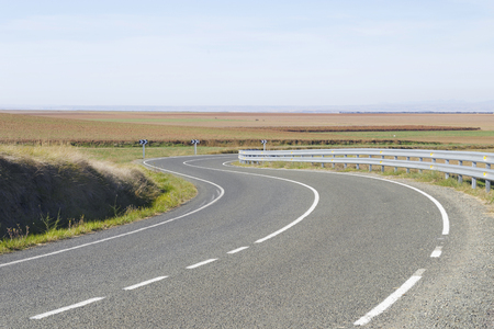 Empty curve road. In Spain, in a sunny day at autumn. Banque d'images
