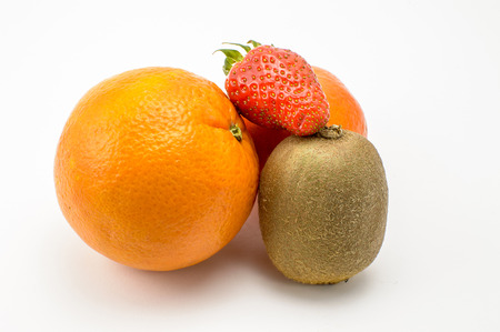 mandarina: Conjunto de fruta, kiwi, naranja, mandarina y fresa
