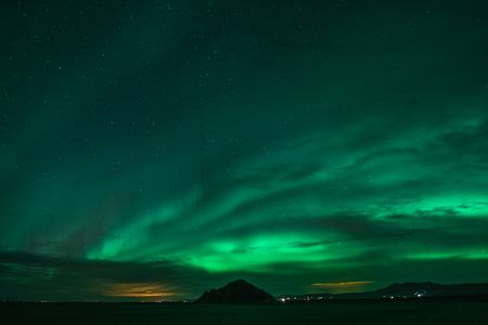 Aurores boréales lors des froides nuits islandaises
