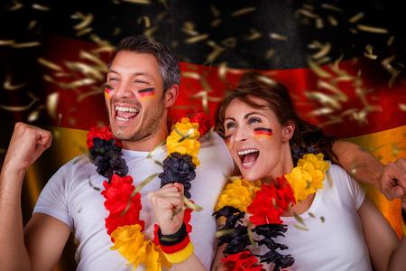ドイツ優勝カップル幸せな笑みを浮かべて