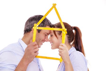 gelukkig paar voor nieuwe huis samenleven