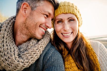 散歩に彼氏のガール フレンド selfie 写真素材